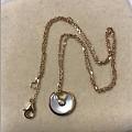 出两样全新的:COACH新款徽章桶包、18K玫瑰金白贝项链~