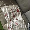 老公收拾阳台的干衣服拎着这个质问我:为啥同样的吊带裙要买俩?我说:因为那是枕...