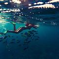 唉,水下比基尼