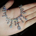 一条闪闪的钻石项链.好多钻钻~
