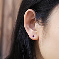 不对称蓝宝石耳环