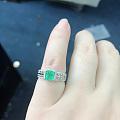 祖母绿戒指和佛公吊坠