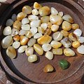56粒带皮新疆和田玉原石籽料项链 喜欢的加微信13525103678