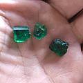 三块绿石头