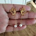 六福侧蝶耳钉 配珍珠耳线太美了
