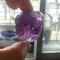 这样的紫水晶算顶级吗?成品值少钱一克拉?
