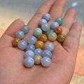 来放点翡翠的指环 、小件、珠子什么的……图个意思