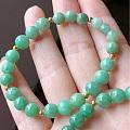 转闲置浓绿珠、浅绿珠手串各一串和三彩圆珠手串2串
