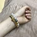 上次是谁跟我说金镯子配珍珠手链可以和钻戒一起戴的?来来来,我保证要好好谢谢你