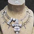 Cartier 复刻了一件1931年由卡地亚创始人孙子亲自给印度土豪设计的钻...