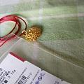 275出周大生花丝宝宝金锁 送原包装盒子和周大生皮绳