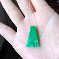 转闲置翡翠辣绿梯形无事牌、冰紫起光圆珠手串、飘蓝花撒金圆葫芦、纯白起光冰串