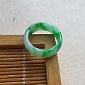 【玉缘雅轩】6.24白底飘阳绿19.0MM指环,微信yyyx666