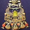 被詛咒的寶石物件→聖甲蟲形珠寶飾物・請問黄色宝石是什麼石送金幣三枚(答案33...