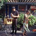 骑着自行车卖咖啡