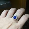 同一枚皇家蓝,在不同灯光下的表现
