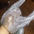对于打护手霜都难撸下的镯子,试试这个——塑料袋