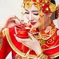 新娘戴80只手镯出嫁!南北方的婚嫁珠宝有什么差异