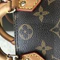 大家帮我看看这个包包是正品吗?