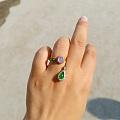 日常戴的戒指和项链。