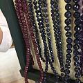 俄罗斯金店都是没处理纯天然,蓝红宝,紫晶,红珊瑚,隔珠是纯紫金,蓝宝带着太闪耀