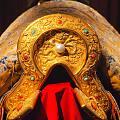 故宫 清 顺治皇帝 御用 铜镀金嵌珠石 马鞍,珍珠在清文化里有至高无上的地位。
