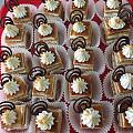 今天学了一蛋糕做法,叫玛菲,真材实料,说实话,在国内品偿了不少蛋糕,真没碰上...