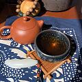 一抹阳光洒进来,喝个茶,撸个串,把个玉,生活很惬意,😄