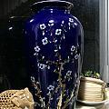 蓝釉梅花瓶