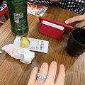 逛街带了婚礼上备用的人工钻戒指