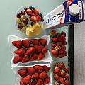 草莓好甜一次吃个够,牛奶直接来大瓶,小瓶喝起来不够爽!