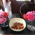 美好的一天从吃草莓开始,自己种的哦,🌹也是自己种的
