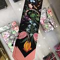 送给个御姐生日礼物看看哪款好,上面是同款不同色的古琦绑发带,下面是COCO香水