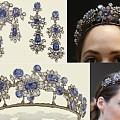 这套蓝宝石珠宝套装来自曾经很显赫的意大利贵族Barberini家族,制作于1...