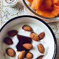 今日份下午果🍧 自制酸奶+杏仁、木瓜。  酸奶的口感和浓稠度与鲜奶的品质关系...