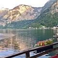 临湖的餐厅,微风阵阵,夹杂着美食的香味。