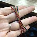 花了十几个小时编了一个三根合一起的手绳,就是扣头扣眼那一言难尽😂