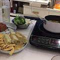 跟女儿两人在家吃的小火锅,简单实惠,两牛肉丸子煮汤,其余全部素,买了最贵的竹...