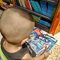 字都不认识的小家伙要去新华书店,老母亲得陪着。