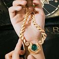 历经数百年,精湛的手工珠宝加工技艺依旧是被完美传承, 呈现根植罗马的永恒灵感...