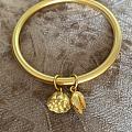 还是黄金耐看。。。。。古法莲蓬手镯,荷荷美美好寓意。