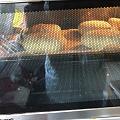 队友正在尝试做肉夹馍的饼