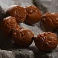 苏州手艺人,匠人介龙为橄榄核雕奉献三十余年