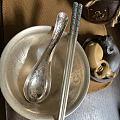 晒一套银餐具
