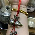 红绳串银葫芦
