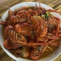 中午忘记烧的两片牛排,和中午吃剩的龙虾.