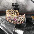 彩色寶石設計出來的手鐲別具一格客訂剛出貨