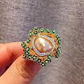 """""""野生""""珍珠的魅力无时无刻存在于世界的每个角落,你总是能在一堆闪闪发光的宝石..."""