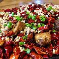 打卡半步颠酒馆,据说是目前上海川菜排名第一,三点半取号,已经排到第二批了。