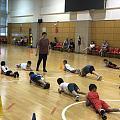 今年暑期给小外孙去学打篮球教练说他很聪明动作也很标准而且个子也很高!还让他做...